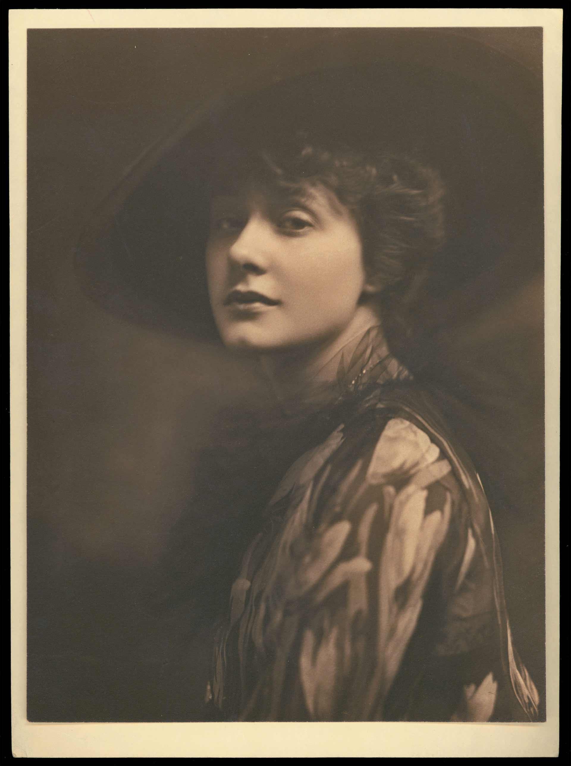 Profiles: Elsie Ferguson (1883–1961)