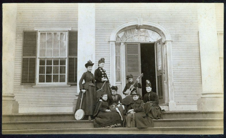 D6_3-Students-at-Griswold-Home-School
