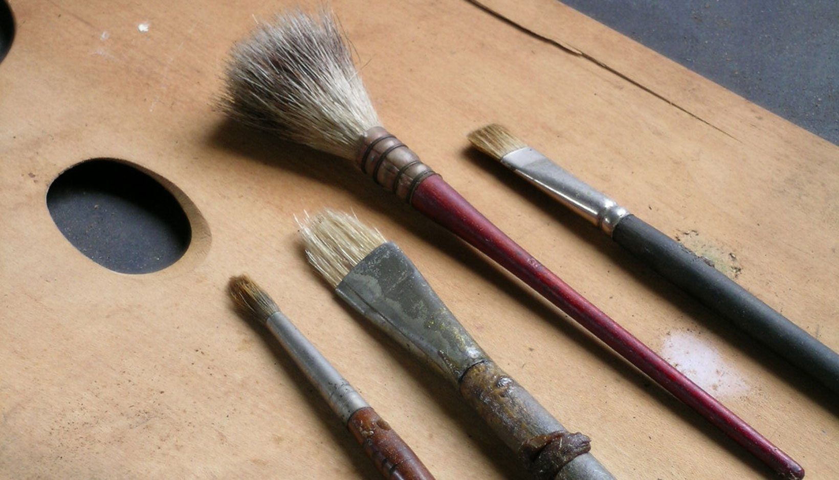 official photos 8fc04 33d59 The quality and nature of the brush is determined by the bristles. Most  often made from animal tails or skin, individual bristles can be pointy,  blunt, ...